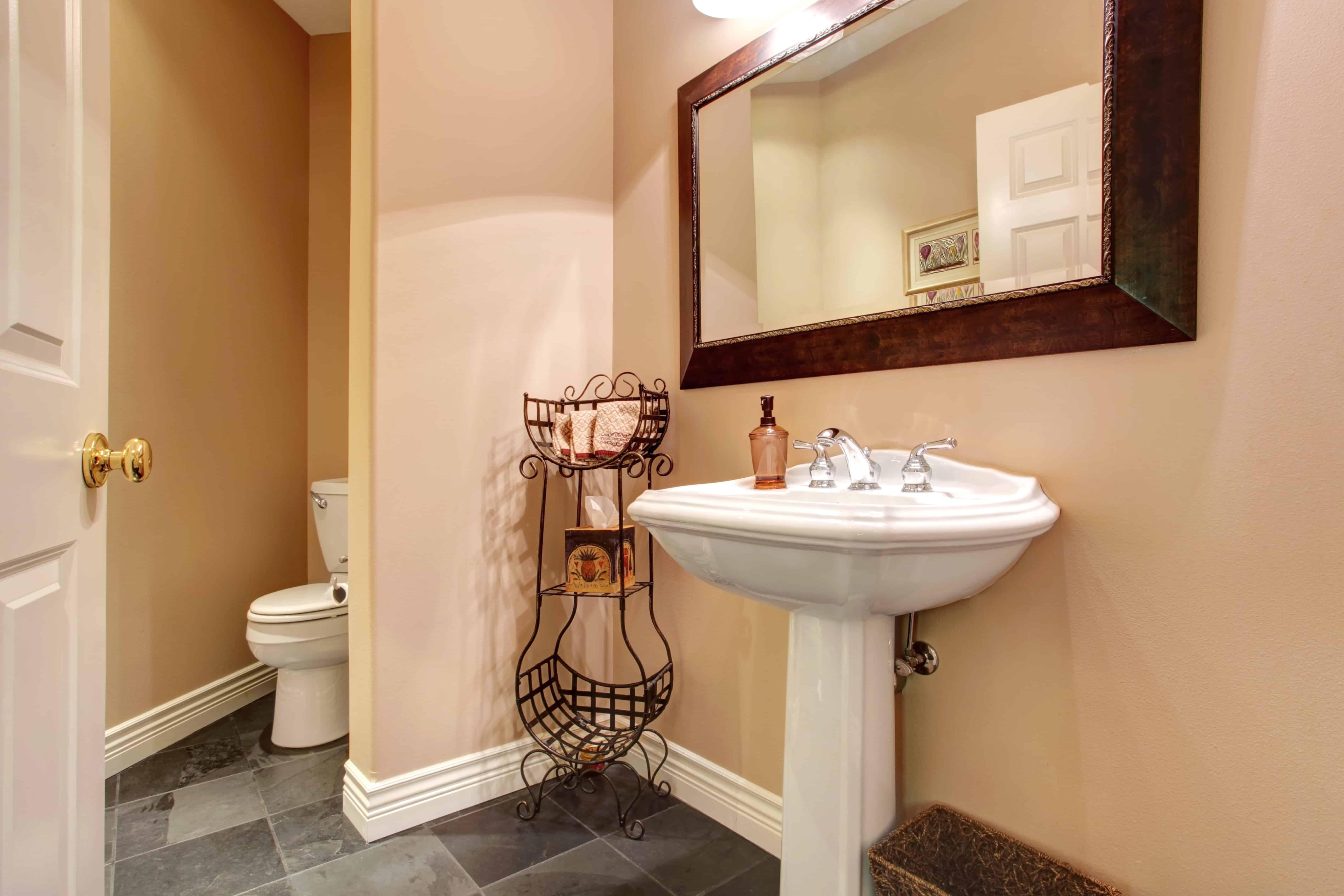 Badkamer Renovatie Limburg : Badkamer opfrissen met likje verf doe je wonderen